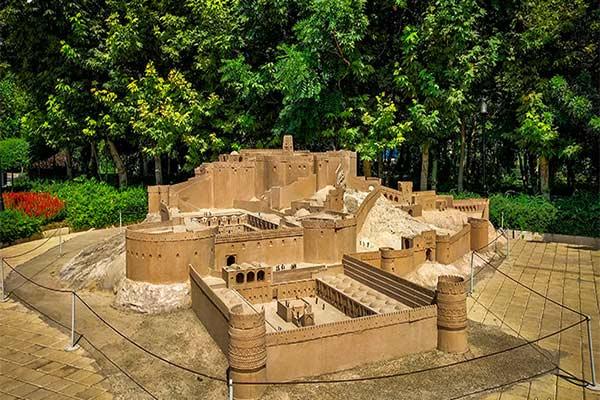 محوطه باغ موزه مینیاتوری تهران