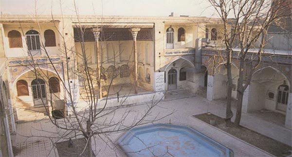 مسجد و مدرسه حاج قنبر علی خان کجاست|اجاره خونه
